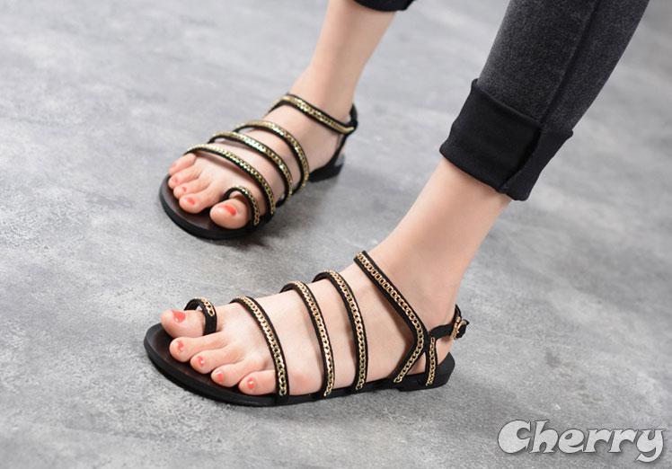 金屬鏈條套趾羅馬平底涼鞋