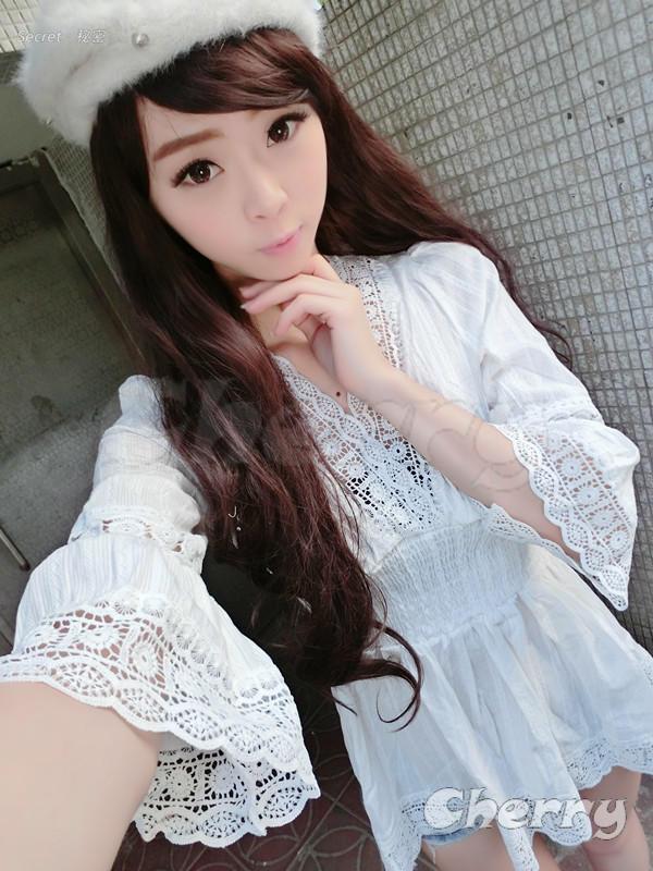 日系V領蕾絲花邊喇叭袖收腰連身裙